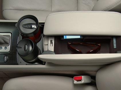 2011-Acura-RL-Interior-Cabin-Storage.jpg